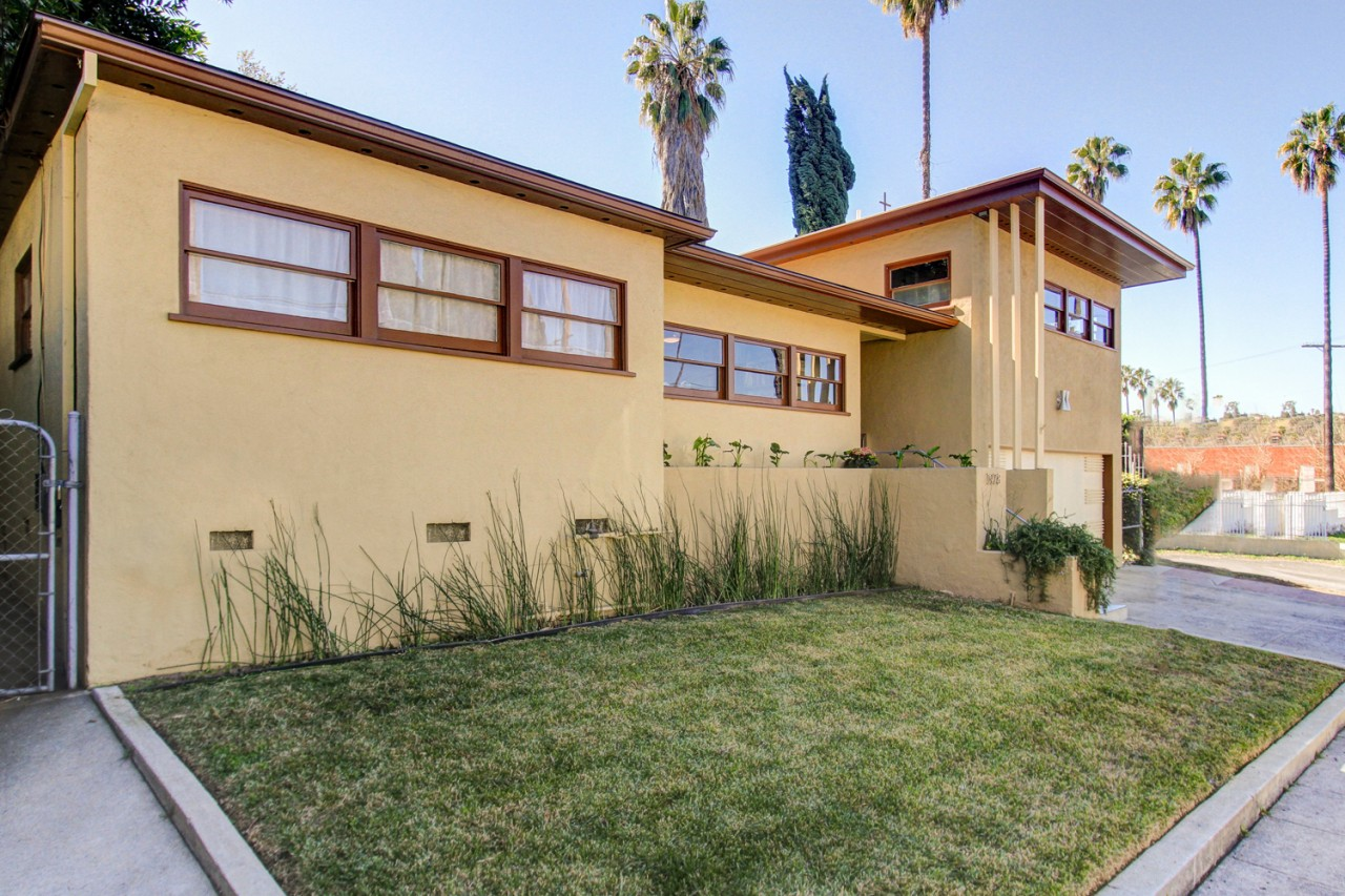 We just sold this mid-century Eagle Rock home for $875,000!