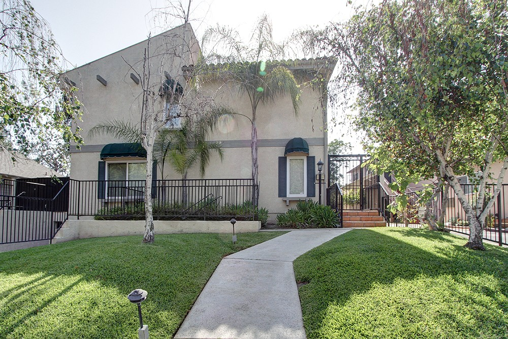 Beautifully Maintained Condo For Lease at 253 N Mar Vista #3